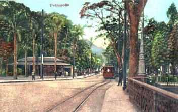 Photo: Bondes do centro da cidade. Foto do início do século XX, colorida artificialmente