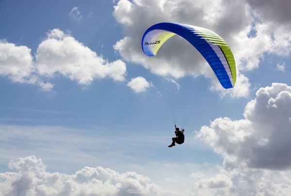 What is difference between EnA and B paraglider categories