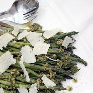 Asparagus salad with pesto and Parmesan