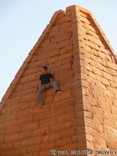 Photo: Na vrcholu Jebel Barkal pyramidy / On the top of Jebel Barkal Pyramid