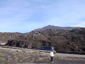Photo: En route pour l'Etna on traverse un champ de lave