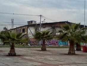 Photo: Asentamiento informal dentro del sector comercial abandonado