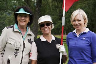 Photo: ... und alle strahlen um die Wette: Brigitte Grebe, Monika Kranz, Margarita Richter.