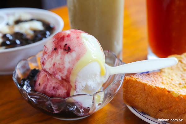 台南麻豆美食冰品|麻豆在地人的童年回憶,古早味冰店!!冰品、餐點、厚片、鍋燒、燴飯通通佛心價的「合歡山冰城」