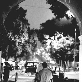 Galli Galli by Sanchit Das - People Street & Candids