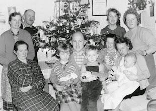 Photo: V.l.n.r.:Lisl,Maridl,Sepp,Else,,Engelbert,Wolfgang ,Lini,Stefanie,Heli,Edith?,Marianne