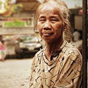 Street Photography by Juan Magbubukid - People Portraits of Women