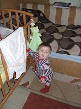 Photo: első talponállás egymagunkra (8 hónapos)