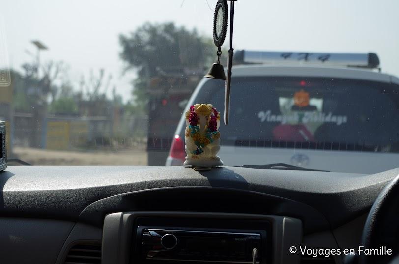 Ganesh en voiture