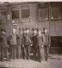 Photo: Pracownicy kolei na stacji w Rogoźniku. Lata 50 te.  Zdjęcie udostępnione prze P.Ewe Aksamit.