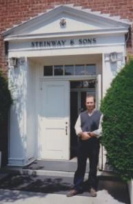 Hugo Landolfi en la fábrica de Steinway & Sons