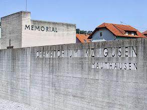 Photo: Exterior del Memorial de Gusen