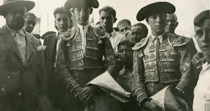 Manolete junto a Ulpiano Díaz y Pepe Luis Vázquez.