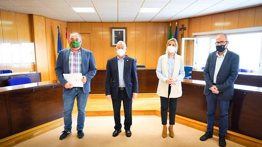 Antonio Navarro y Gabriel Amat han firmado el acuerdo de colaboración.
