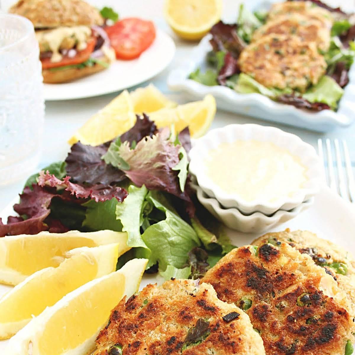 Salmon Tuna Burgers With Spicy Garlic Lemon Alioli