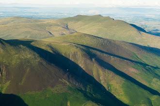 Photo: Des parapentes sur les collines de Skidaw