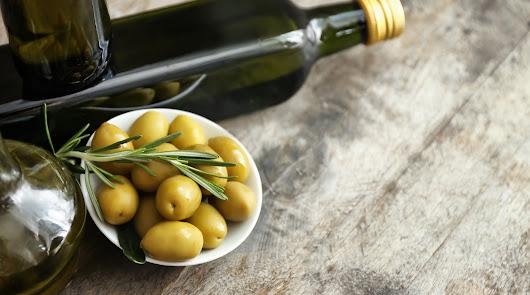 Andalucía apuesta por un mecanismo obligatorio de retirada de aceite de oliva