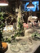 Photo: Tafels vol natuurlijke decoraties bij Buurvrouw Margo