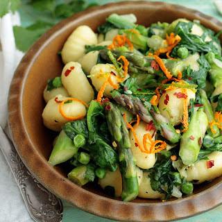 One-Pot Asparagus and Spinach Gnocchi [Vegan]