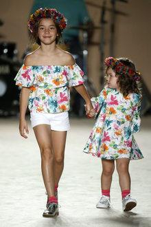 défilé mode enfant Condor look floral fille