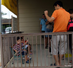 Photo: Little ones on tiny bench seats waiting for the trains.     HALS 2009-0919