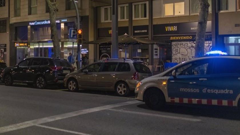 Los agentes de la Guardia Urbana de Barcelona encontraron al niño en el interior de la habitación 704.