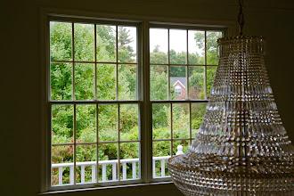 Photo: Hình chụp từ trong nhà chị Như Mỹ, xa xa ngoài cửa sổ là nhà hàng xóm, bạn của gia đình.