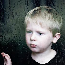 Rainy day by Stephanie Halley - Babies & Children Child Portraits ( child, waiting, sad, child portrait )