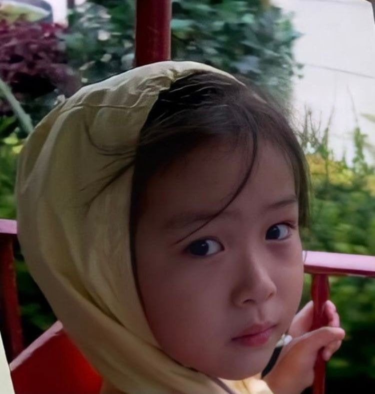 anh-thoi-tho-au-cua-ryujin-itzy-khien-netizen-me-man-vi-con-nit-quy-mang-guong-mat-thien-than-1630482801-3