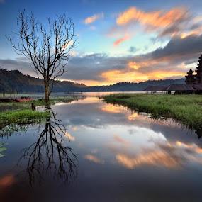 Tamblingan Sunrise by Made Suwita - Landscapes Sunsets & Sunrises ( bali, indonesia, lake, sunrise, tamblingan )