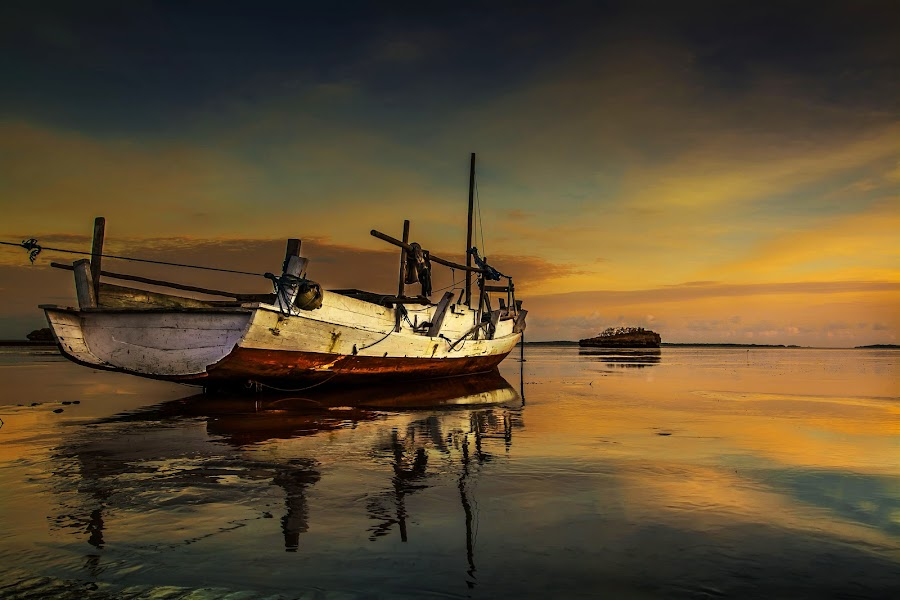 Empty by Sonny Saban - Landscapes Waterscapes ( skyline, sea, cloud, travel, yellow, beach, boat, rote ndao )