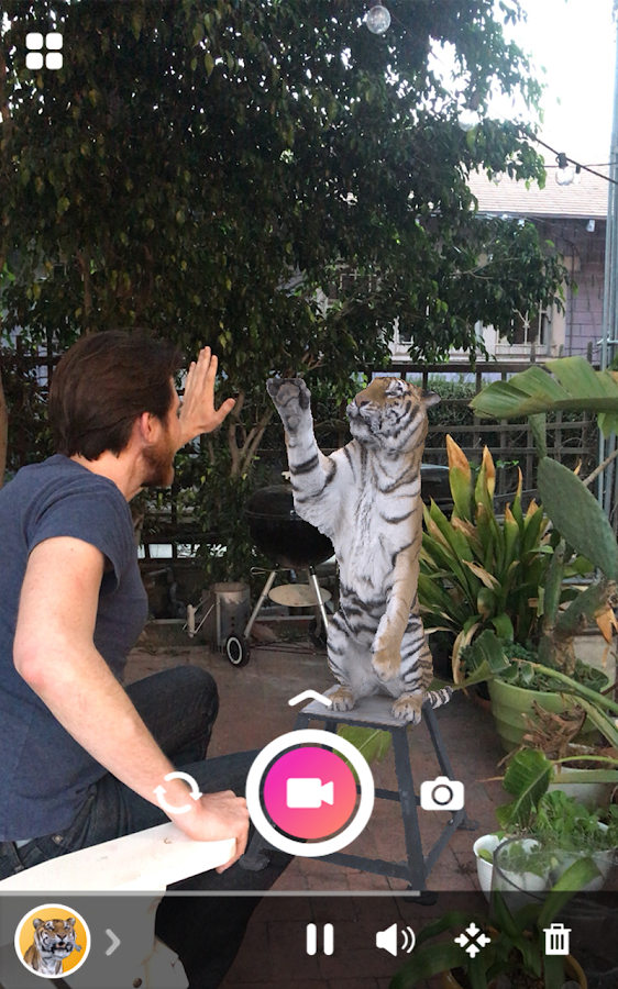 Holo – Holograms for Videos in Augmented Reality- screenshot