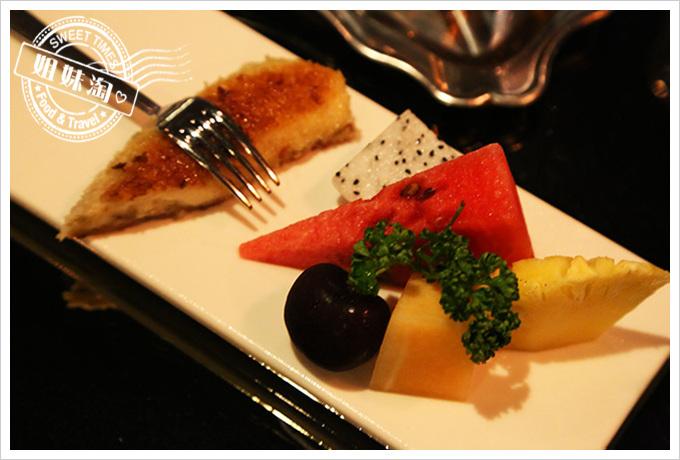 家蒂諾鐵板燒-鐵板特製甜點+當季水果