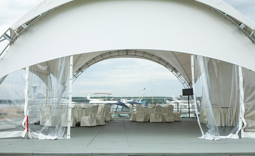шатер для свадьбы в «Поместье-Галс»
