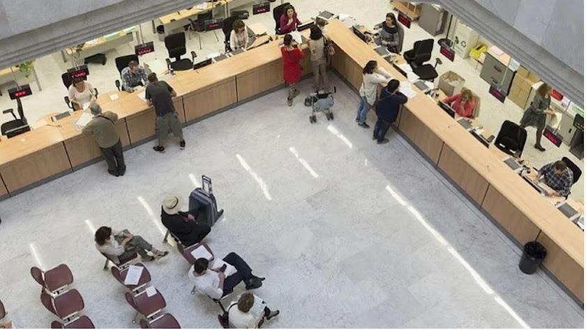 Imagen de funcionarios de la web de la Junta.