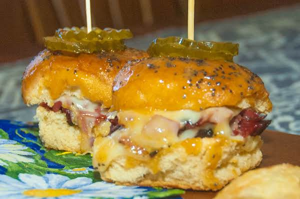 Party Essentials: Yummy Pastrami & Cheese Sliders Recipe