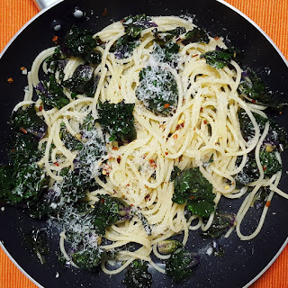Garlic Kale Pasta with Chilli Flakes.