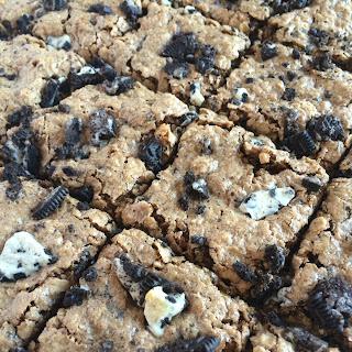 {no flour!} Cookies n' Cream Oatmeal Cookie Bars