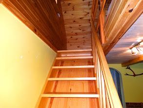 Photo: Schody do części sypialnej w apartamencie budynku B