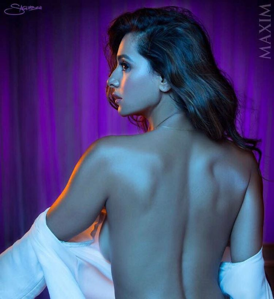 Shibani Dandekar backless photos, Shibani Dandekar hot back, Shibani Dandekar sexy back