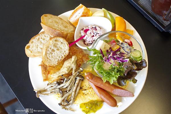 台中早午餐樂樂咪小廚房,台中美術館寵物友善餐廳。貓咪居家服務、早午餐、義大利麵、簡餐專賣。推薦給台中愛貓族。