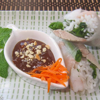 Fresh Spring Rolls / Rice Paper Rolls with Pork and Shrimp (Goi Cuon).