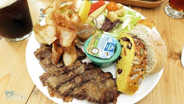 北屯大坑療癒餐廳山姆派樂SAMpartner,定食、早午餐、咖哩、下午茶都有,大草皮可讓小朋友跑跑,IG打卡熱點。