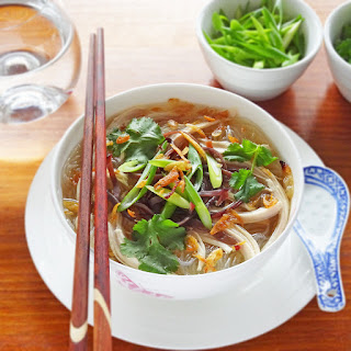 Vietnamese Chicken Soup with Glass Noodles – Mien Ga.