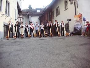 Photo: Alphornklänge bei der Kirche