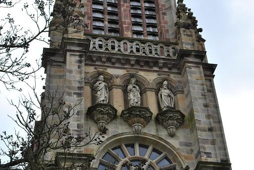 3 statues façade église