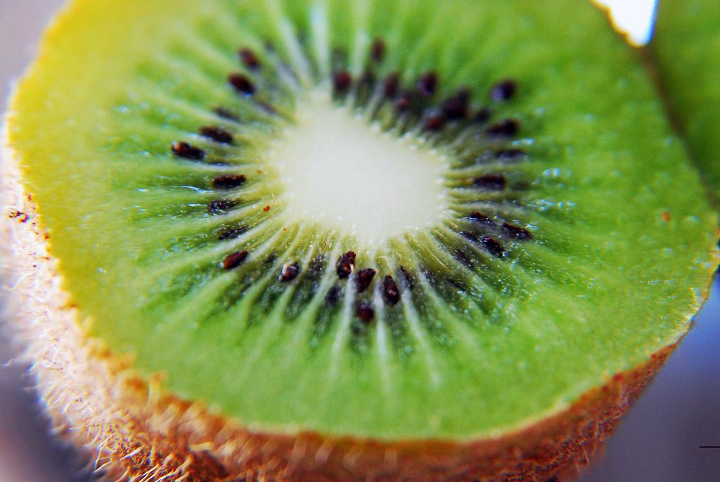 photo shows kiwifruit sliced in half
