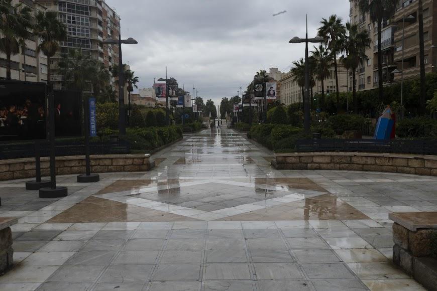 Imagen de la Rambla de Almería en este día gris.