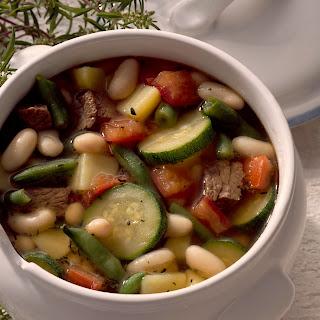 Bohneneintopf mit Zucchini und Tomaten