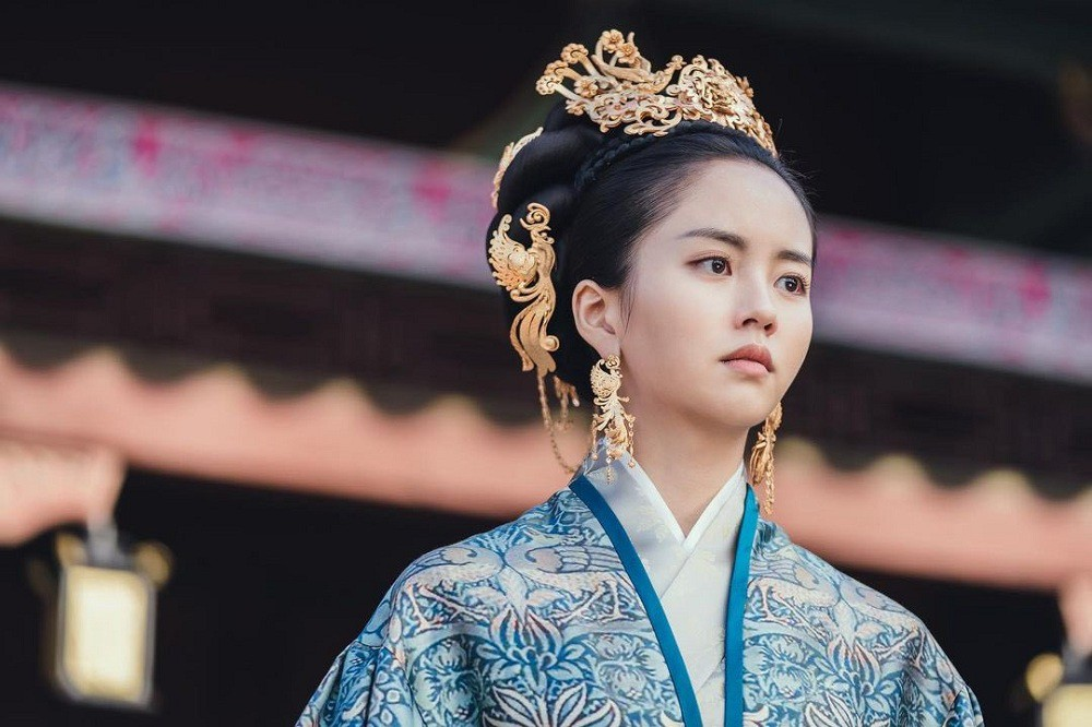 kim so hyun xinh đẹp trong bộ trang phục hoàng cung